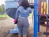 Culona en el parque